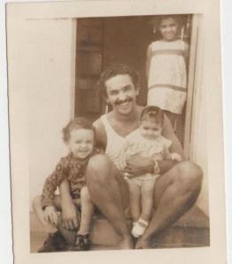 Meu pai, comigo e minha irmã. Feira de Santana, 1974.